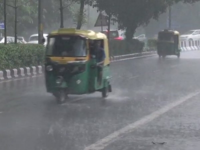 दिल्ली-एनसीआर में तेज हवाओं के साथ बारिश, तापमान में गिरावट