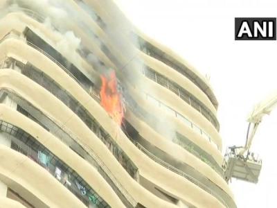 मुंबई: एक इमारत में लगी आग, दमकल की 4 गाड़ियां मौके पर