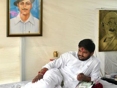 भूख हड़ताल पर हार्दिक पटेल, ममता बनर्जी ने भेजी राखी