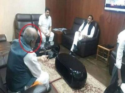 लोकसभा के पहले अखिलेश यादव के संपर्क में BJP का ये बड़ा नेता