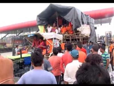CCTV: टोलकर्मियों की गुंडई, कावड़ियों को दौड़ा दौड़ा कर पीटा