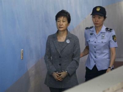 साउथ कोरिया की पूर्व राष्ट्रपति को 25 वर्ष काटेंगी जेल में