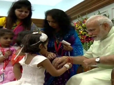 Pics: बच्चों के साथ राष्ट्रपति-PM ने यूं मनाया राखी का पर्व
