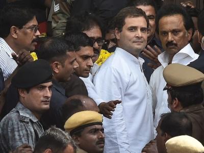 करुणानिधि को श्रद्धांजलि देने गए राहुल की सुरक्षा में चूक