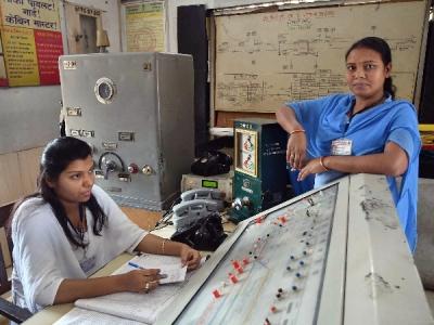 रेलवे की महिला कर्मचारियों ने की यूनिफॉर्म बदलने की मांग