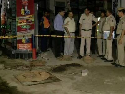 दिल्ली:पेट्रोल पंप टैंकर को साफ करने घुसे 2 मजदूरों की मौत