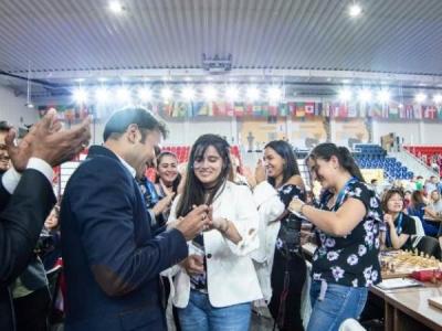भारतीय पत्रकार ने मैच में कोलंबिया चेस स्टार को किया प्रपोज