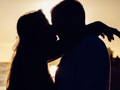 प्रेगनेंट वाइफ ने किस करते हुए चबा डाली पति की आधी जीभ