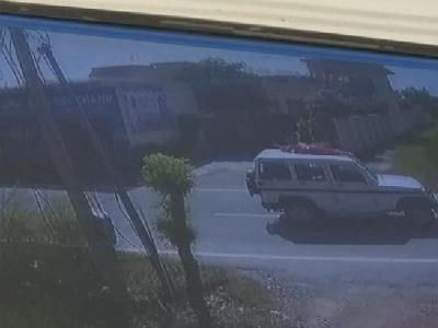 VIDEO: कार की छत से महिला को बांधकर घुमाया,फिर सड़क पर फेंका