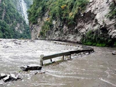 हिमाचल प्रदेश में भारी बारिश ने मचाई तबाही, रेड अलर्ट जारी