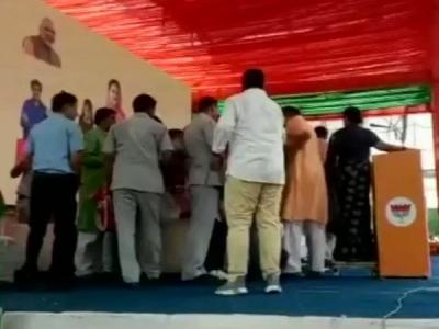 VIDEO: स्टेज पर सीएम वसुंधरा के सामने भिड़े दो बड़े BJP नेता