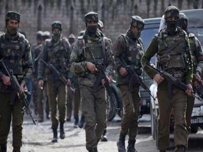 जम्मू-कश्मीर:आतंकियों और सेना के बीच मुठभेड़ जारी,3 आतंकी ढेर