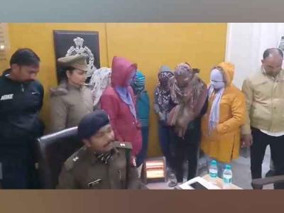 स्पा सेंटर में देह व्यापार, छह महिलाओं समेत 8 को पकड़ा