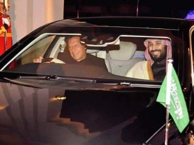 पाक पहुंचे सउदी प्रिंस के लिए इमरान खान ने खुद ड्राइव की कार