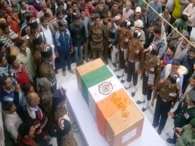 हिमाचल: शहीद राकेश को अंतिम विदाई देने आए सैकड़ों लोग