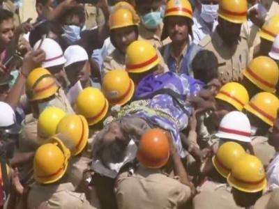 कर्नाटक: धारवाड़ बिल्डिंग हादसे में 3 दिन बाद बचाए गए दंपति