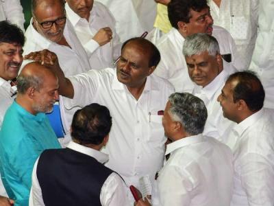 कांग्रेस के कुछ नेता पीठ पर वार कर रहे हैं- कुमारस्वामी