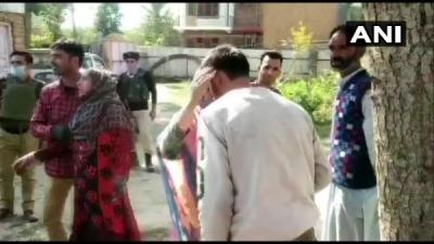 J&K में 2 स्थानीय आतंकी सिराजुद्दीन और आबिद ने सरेंडर किया