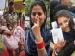 Pics: लोकसभा चुनाव में वोटिंग की 15 चुनिंदा तस्वीरें