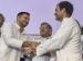 राहुल गांधी के साथ मंच पर क्यों नहीं दिखना चाहते तेजस्वी?