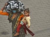 पीएम मोदी के वाराणसी में बेबस माँ के क़दमों में ईरिक्शा पर बेटे का शव, क्या है पूरी कहानी