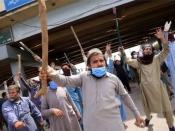 मौलाना की गिरफ़्तारी के बाद क्यों सुलग रहा है पाकिस्तान?
