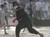 पाकिस्तान: लाहौर में धार्मिक पार्टी टीएलपी का हंगामा, पुलिसकर्मियों को बनाया बंधक