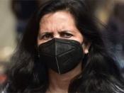 कोरोनाः घर में मास्क लगाने से बच सकते हैं वायरस से?
