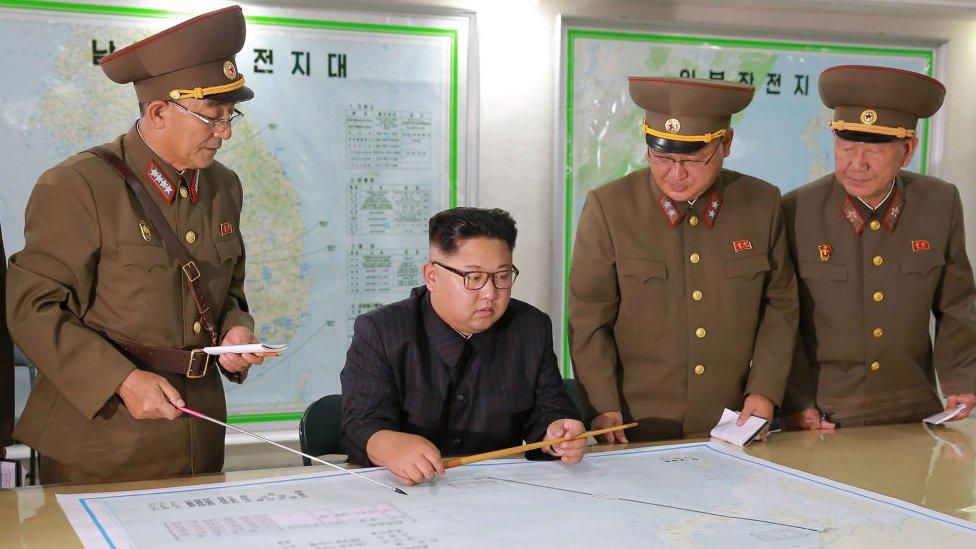 उत्तर कोरिया के नेता किम जोंग-उन विदेशी...