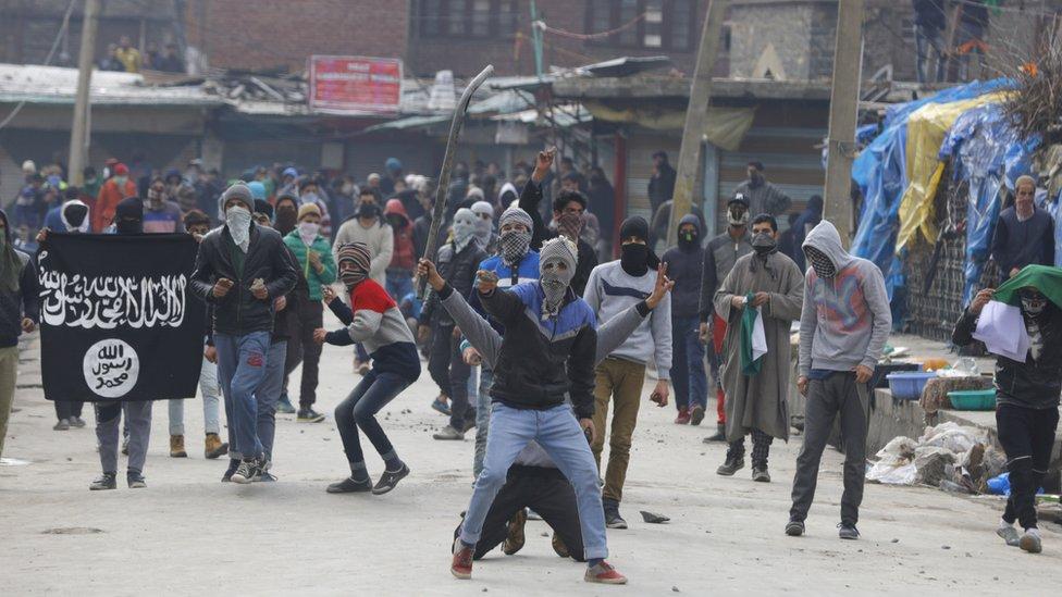 क्या कश्मीर में बढ़ रहे हैं इस्लामिक स्टेट...