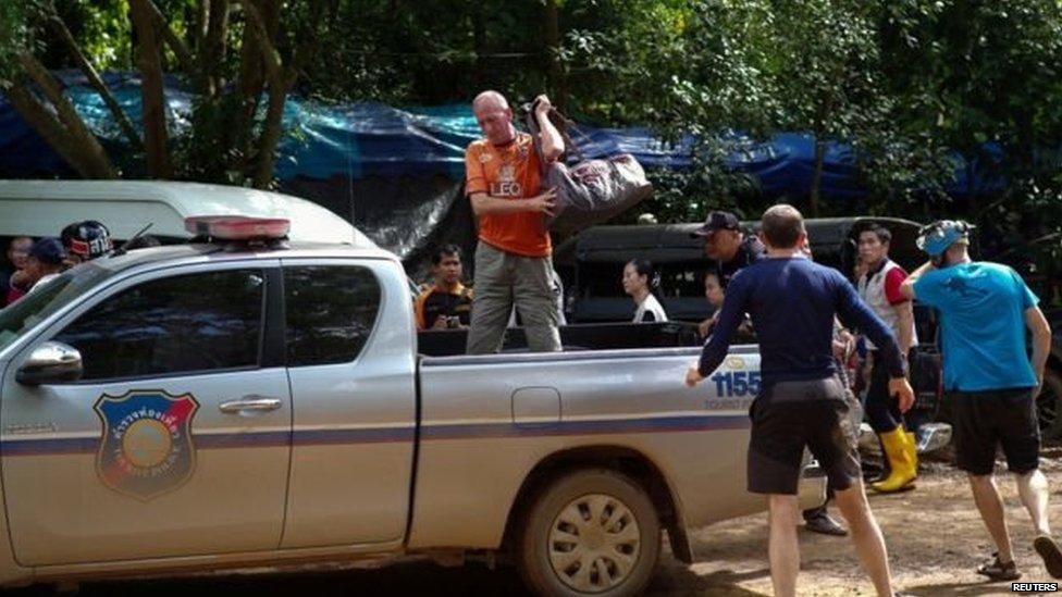 थाई गुफ़ा के गोताखोर ने अरबपति इलॉन मस्क...