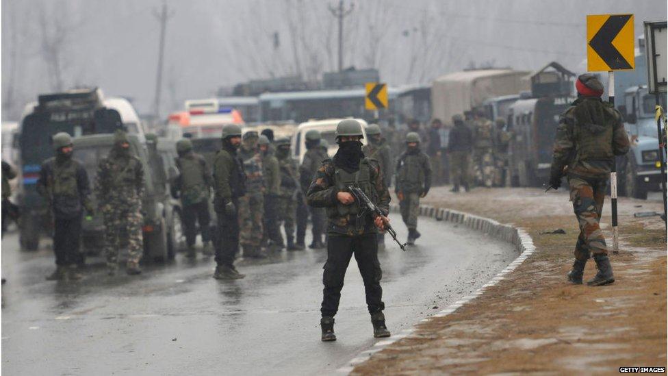 पुलवामा हमला: सोशल मीडिया पर गुस्सा ज़ाहिर...