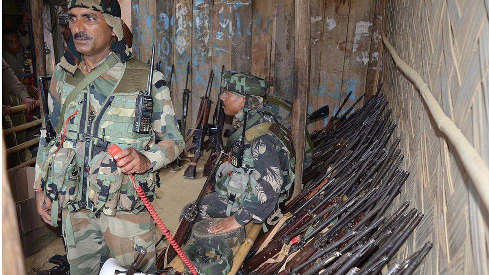असमः चरमपंथी संगठनों के साथ शांति समझौते, फिर समूचा असम 'अशांत क्षेत्र' कैसे?