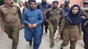 वकील को हथकड़ी पहनाने वाली पाकिस्तानी कॉन्स्टेबल ने क्यों दिया इस्तीफ़ा? #Social